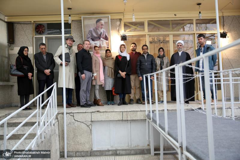 Foreign tourists visit historic residence of Imam Khomeini in Jamaran