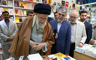 Leader visits 32nd Tehran International Book Fair