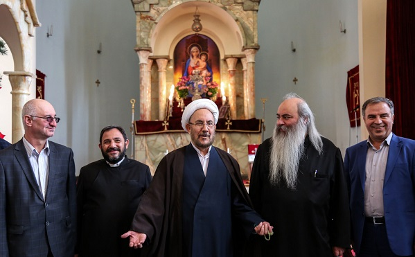 Ali Younesi's meeting with the Archbishop of Armenians