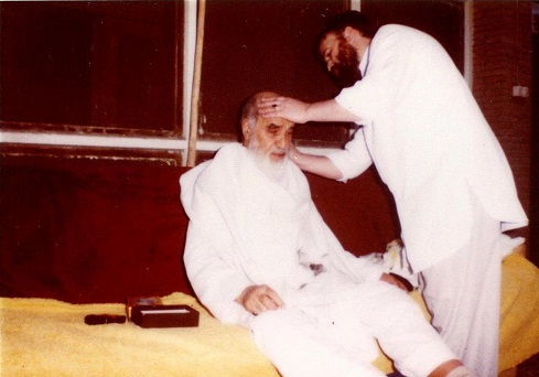 Rare photo shows Imam Khomeini's son setting his hair