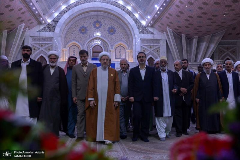 Participants attending 33rd Muslim unity summit pledge allegiance to Imam Khomeini's ideals