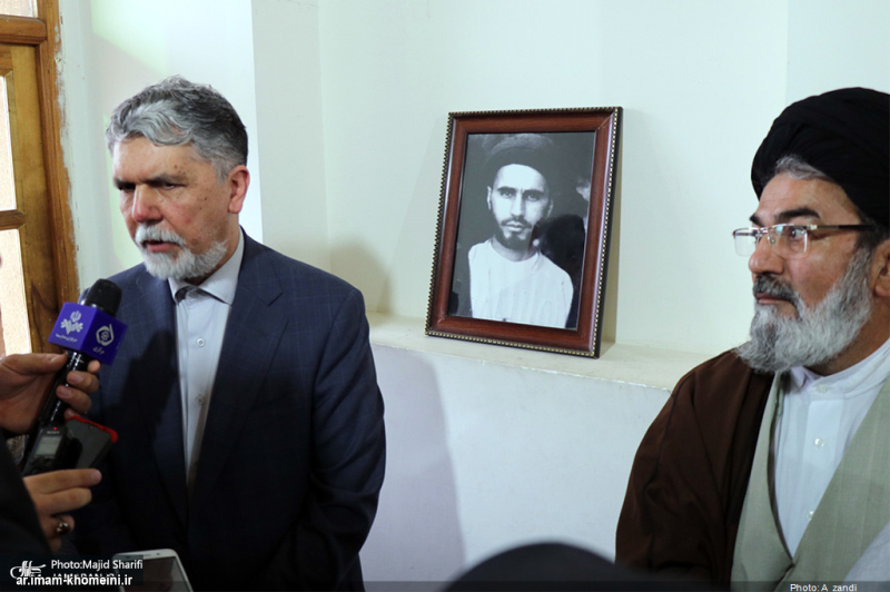 Minister of Culture and Islamic Guidance visits Imam Khomeini's historic ancestral residence in Khomein