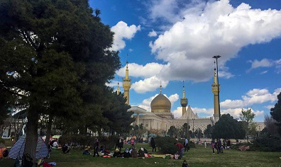 Iranians spending time in nature on Imam Khomeini shrine