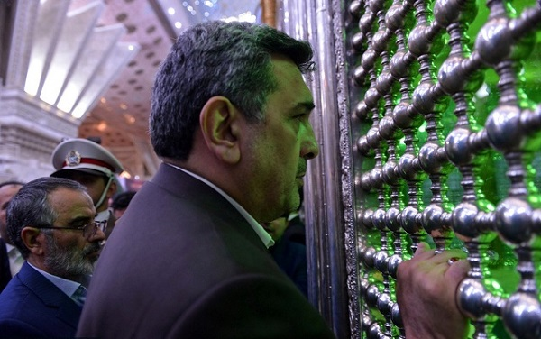 Tehran`s mayor pays homage at Imam Khomeini`s holy shrine