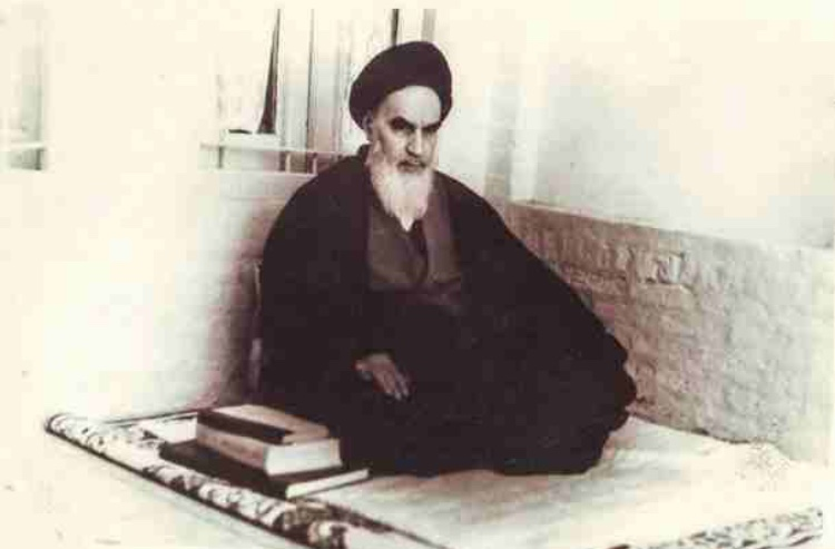 Imam Khomeini strongly emphasizes knowledge that is profitable
