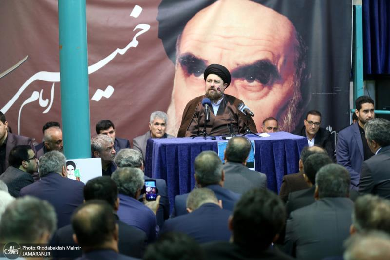 The minister, advisers and works from the combination and information ministry pledge allegiance with ideals of Imam Khomeini