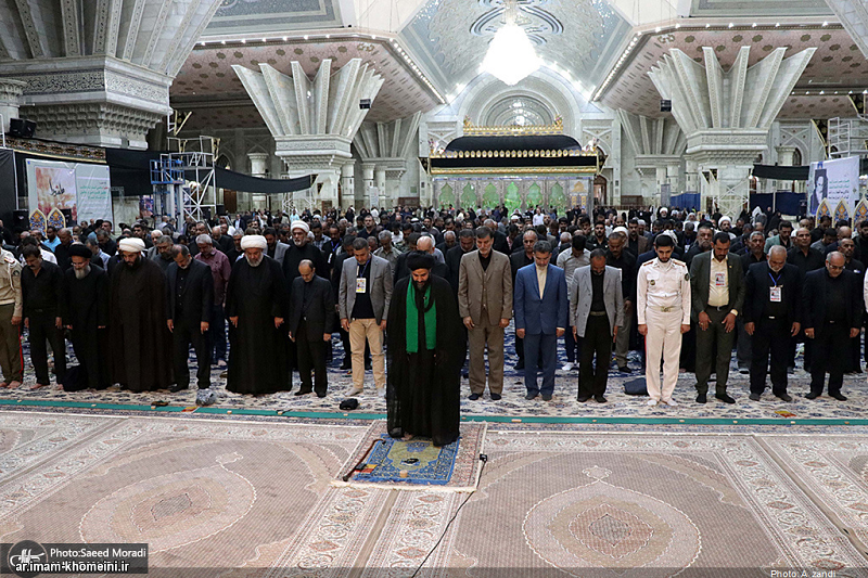 A group of Iraqi mawkib organizers who host and serve the pilgrims of Imam Hussain (PBUH)'s holy shrine during Arbaeen, pay allegiance to ideals of the founder of the Islamic Republic