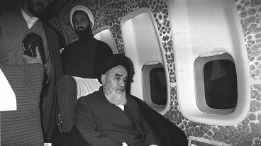 Imam Khomeini kept remembering God amid air in airplane