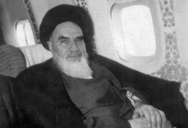 Imam Khomeini said, if denied living in Iran, he would go from one airport to next to convey his message to world