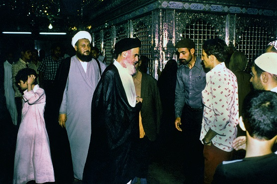 Why Imam Khomeini sometimes didn't respond to greetings of residents in Najaf?