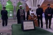 Sheikh isa Qassim pays respect at Imam Khomeini's shrine