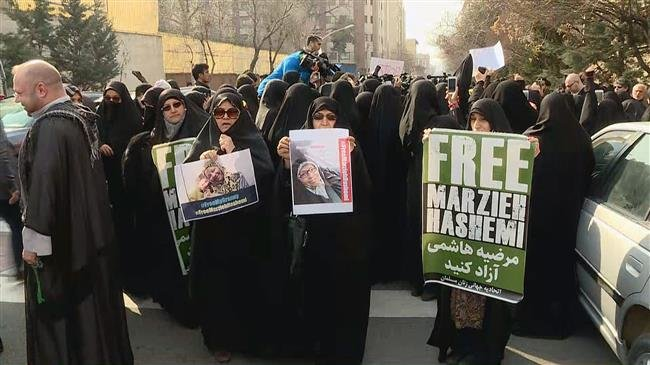 Iranian protesters demand US to free jailed journalist