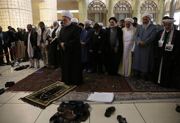 Unity Conference participants attend congregational prayer