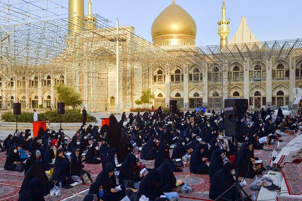 A spiritual gathering to recite Arafa supplication was organized at the holy shrine of Imam Khomeini