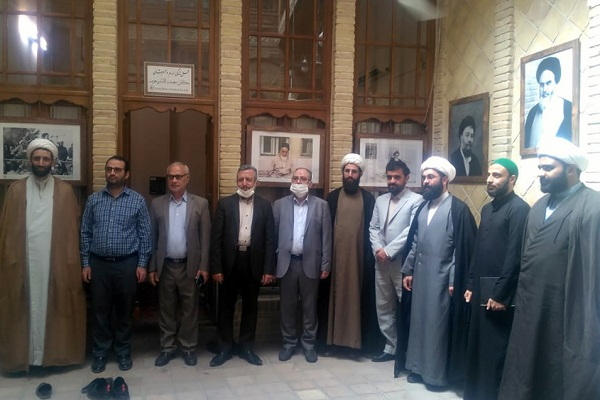 A visit by some Iranian consulate's members to Imam's historical house in Najaf