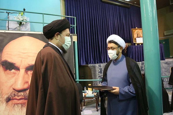 New deputy head of the institute for compilation and publication of Imam Khomeini`s works appointed during a ceremony at Hosseiniah Jamaran