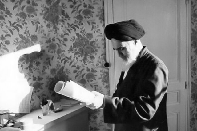 What had Imam Khomeini (S) written in the note that was hidden in a house in Yazd?