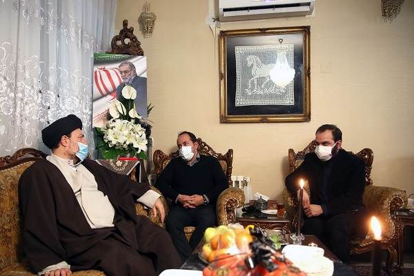Presence of Seyyed Hassan Khomeini in Martyr Fakhri Zadeh`s house