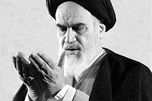 Imam  Khomeini recited supplication from rooftop