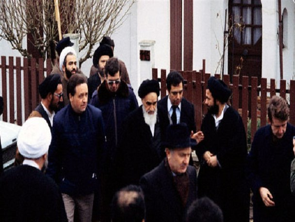 Memoirs about Imam Khomeini's return to Iran after exile in France