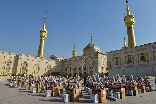 Gift and endowment of 1000 dowries to newly-weds and brides near premises of Imam Khomeini's mausoleum