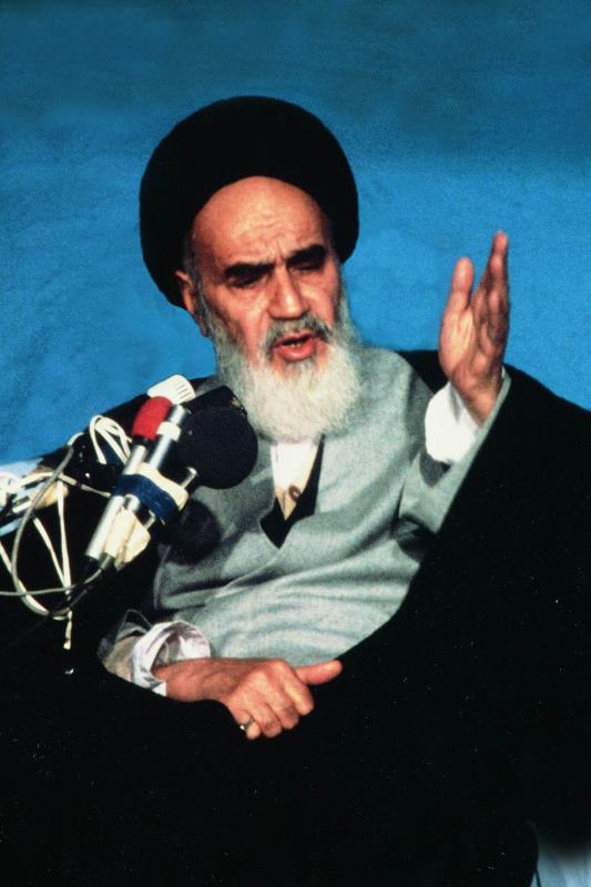 """Imam Khomeini: As Imam 'Ali (as) said, """"If all the world and what it contains were offered to me to cruelly and unjustly take the skin of a grain of barley from the mouth of an ant, I would never accept it."""""""