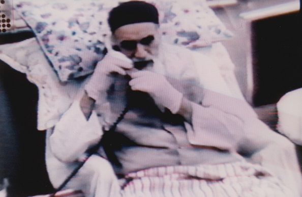 Imam Khomeini did not use office phone for personnel works