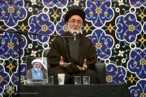 Ayatollah Taskhiri set best pattern  for promotion of Islamic proximity