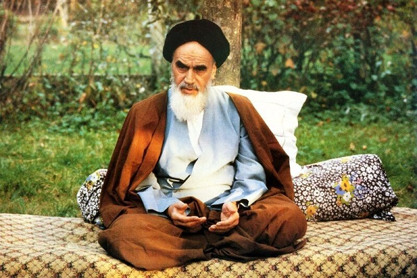 Imam Khomeini maintained a balance between the intellect ['aql] and narration [naql]