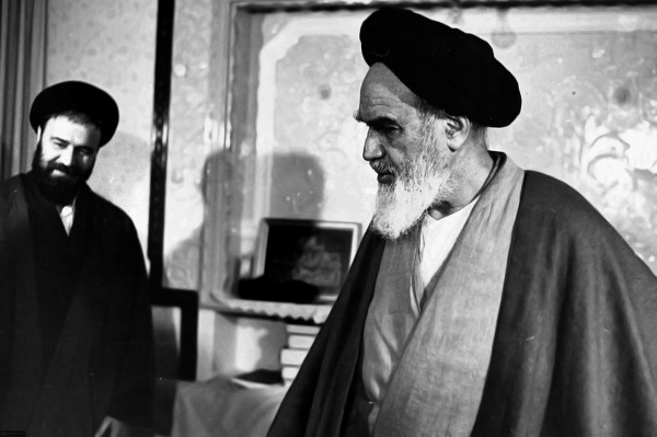 Imam Khomeini made a man calm who was arguing loudly