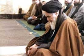Imam Khomeini left official meeting to say prayers on me