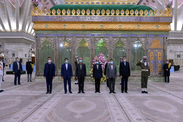 Iraq's deputy defense minister and accompanying delegation pay tribute to Imam Khomeini