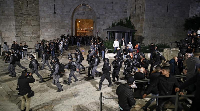 Clashes continue as Israel restricts worshipers' access to mosque during Ramadan