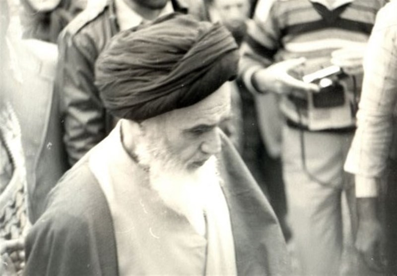 Why did Imam Khomeini return and send gift back to a woman?
