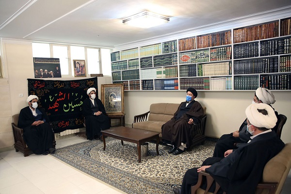 Seyyed Hassan Khomeini visits late Ayatollah Jalali residence who contributed to struggle for the Islamic revolution