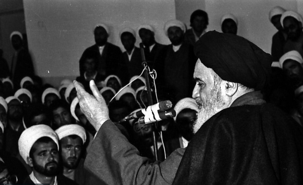 Imam Khomeini used to present lesson plan for seminary students