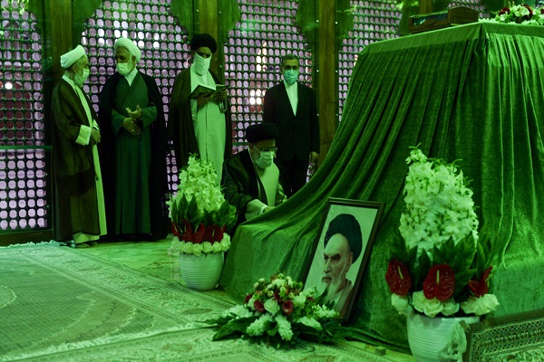 Judiciary chief and officials at Imam Khomeini's shrine renew allegiance with his ideals