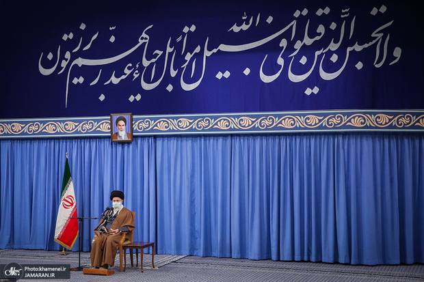 Leader says martyrs should serve as role models for Iran's youth