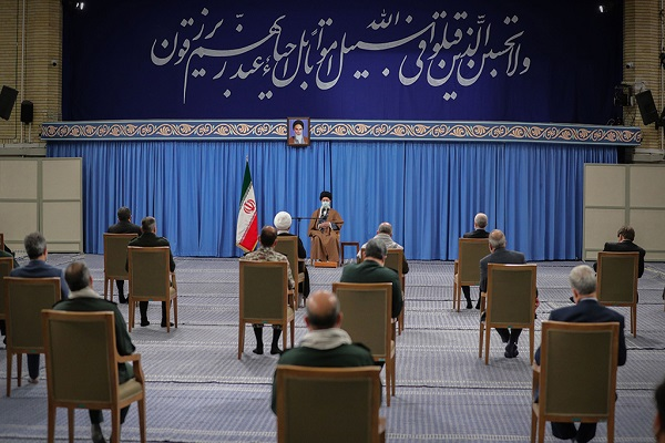 Members of the National Congress tasked with honoring of 4000-martyrs of Yazd province with the Leader of the Islamic Revolution