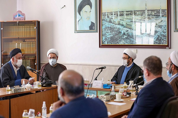 A coordination meeting held between the deputy Head of the institute for compilation and publication of Imam Khomeini's works and directors of Qom branch