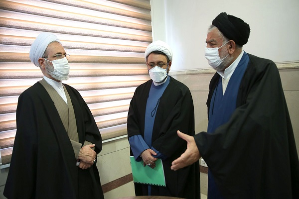 The deputy head of the institute for compilation and publication of Imam Khomeini`s works meets Ayatollah `Arafi
