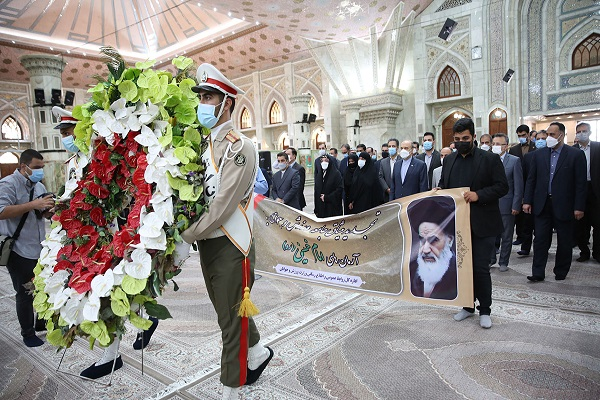 Minister of sports and youth affairs along with personnel pledges allegiance to Imam`s ideals and meet Seyyed Hassan Khomeini