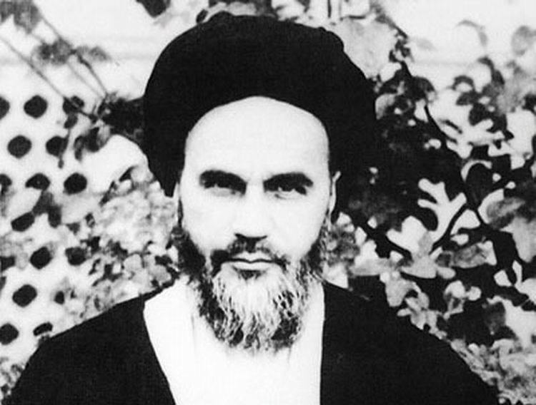 The moment when Ayatollah Kashani associated all hopes with young Ruhollah