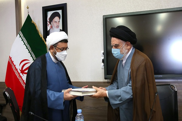 Hojjat al-Islam Ali Komsari, the deputy head of the institute for compilation and publication of Imam Khomeini's works meet the head of seminaries of Khorasan Province