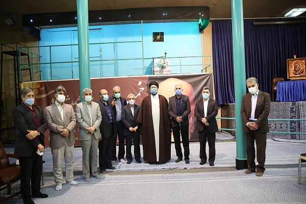 Members of the political council of the Isargaran party meet Seyyed Hassan Khomeini