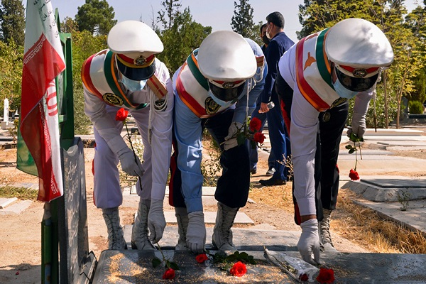 The ceremony to honor the martyrs of 17th Sharivar held at Behesht-e-Zahra cemetery