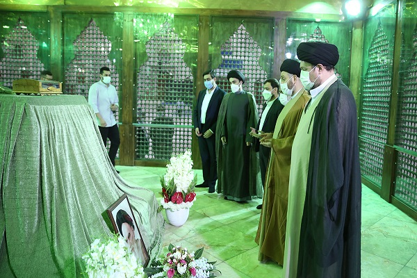 Iraq`s religious and political leader Seyyed 'Ammar Hakim pays respect to Imam Khomeini