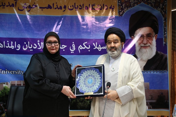 Minister of Foreign Affairs of Bosnia and Herzegovina pays tribute to Imam Khomeini in Qom
