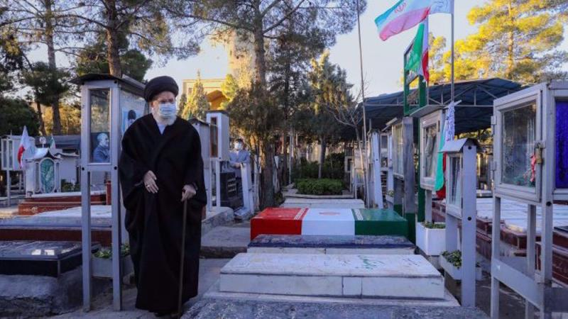 Leader says Iranian nation will never forget martyrs' sacrifices during Iraq`s imposed war