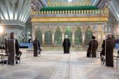 The president and his cabinet members pledge allegiance with Imam Khomeini's ideals